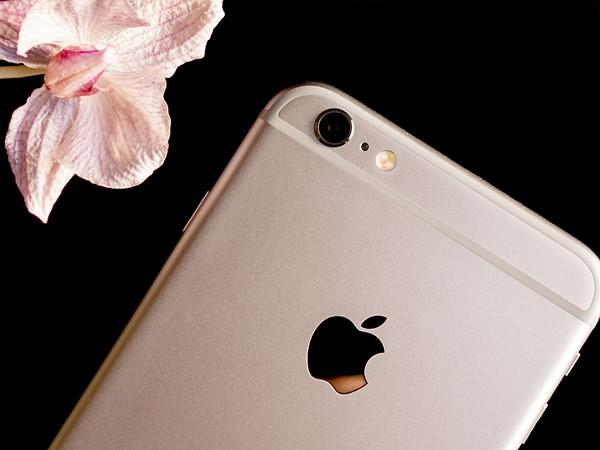 clean your iphone camera with cloth